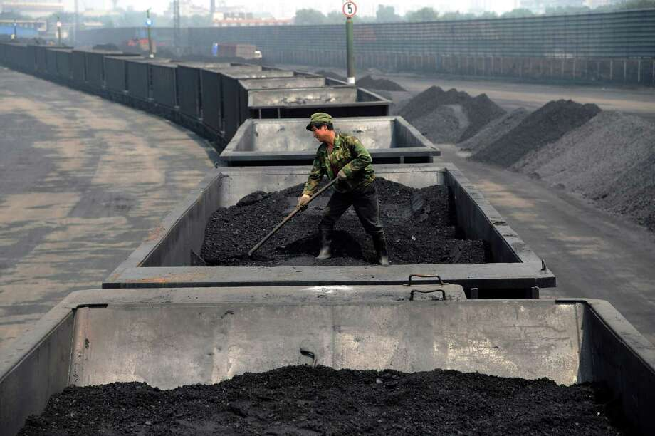 FILE - In this Wednesday, July 31, 2013, file photo, a worker levels the coal on a freight train in Taiyuan in northern China's Shanxi province. Spurred chiefly by China, the United States and India, the world spewed far more carbon pollution into the air last year than ever before, scientists announced Sunday, Sept. 21, 2014, as world leaders gather to discuss how to reduce heat-trapping gases.  (AP Photo/File) CHINA OUT Photo: Uncredited, STR / Chinatopix