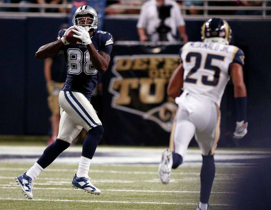 Dez Bryant, left, is well behind Rams safety T.J. McDonald on a 68-yard touchdown pass. Photo: Scott Kane, FRE / FR171020 AP