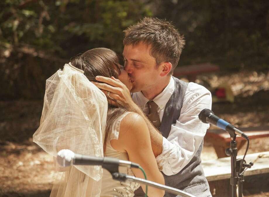 Annelise Grimm and Paul McCarthy kiss at their July 5 wedding at the Ben Lomond Quaker Retreat Center near Santa Cruz. Photo: Rob MacInnis / ONLINE_YES