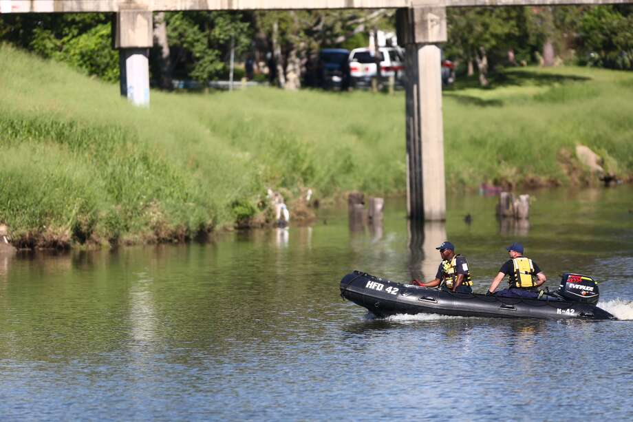 The body was discovered along Brays Bayou near S. 75th St. Photo: Marie D. DeJesus, Chronicle