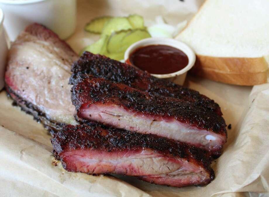Oaks Crossing's barbecue is a hit. Photo: Jennifer McInnis / San Antonio Express-News