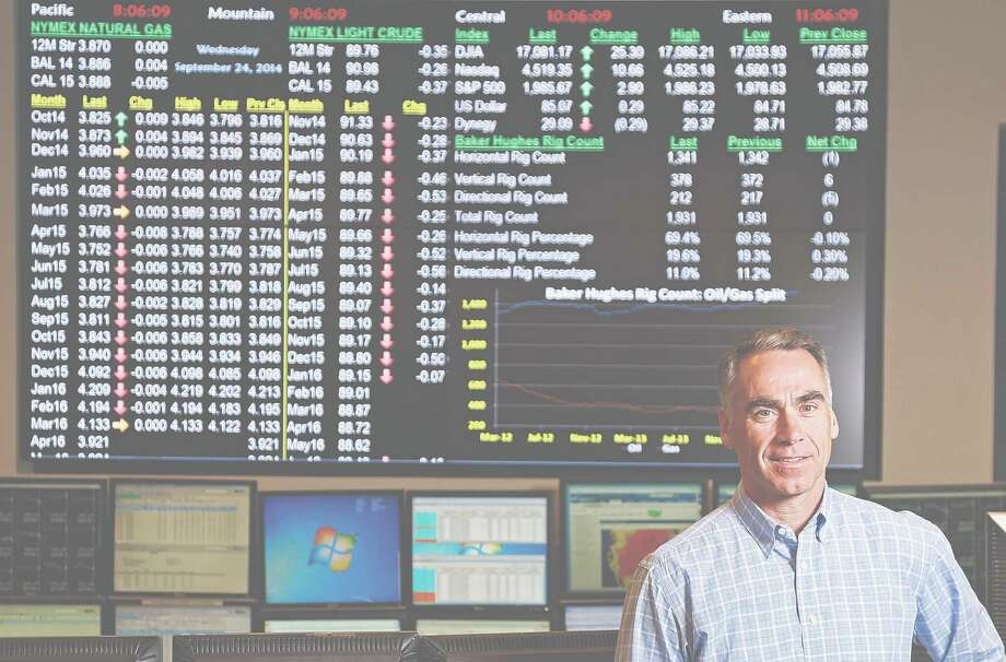 FILE - An undated photograph shows Dynegy leader Robert Flexon at the company's commercial desk. The Houston-based energy company is planning to sell off $300 million-worth of power plants to reduce debts and meet federal requirements. Photo: James Nielsen, Staff / © 2014  Houston Chronicle
