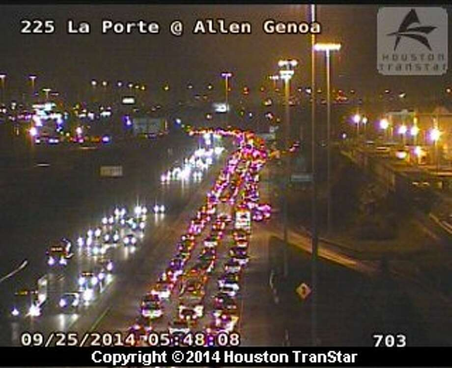 Crash blocks la porte freeway houston chronicle for La porte houston