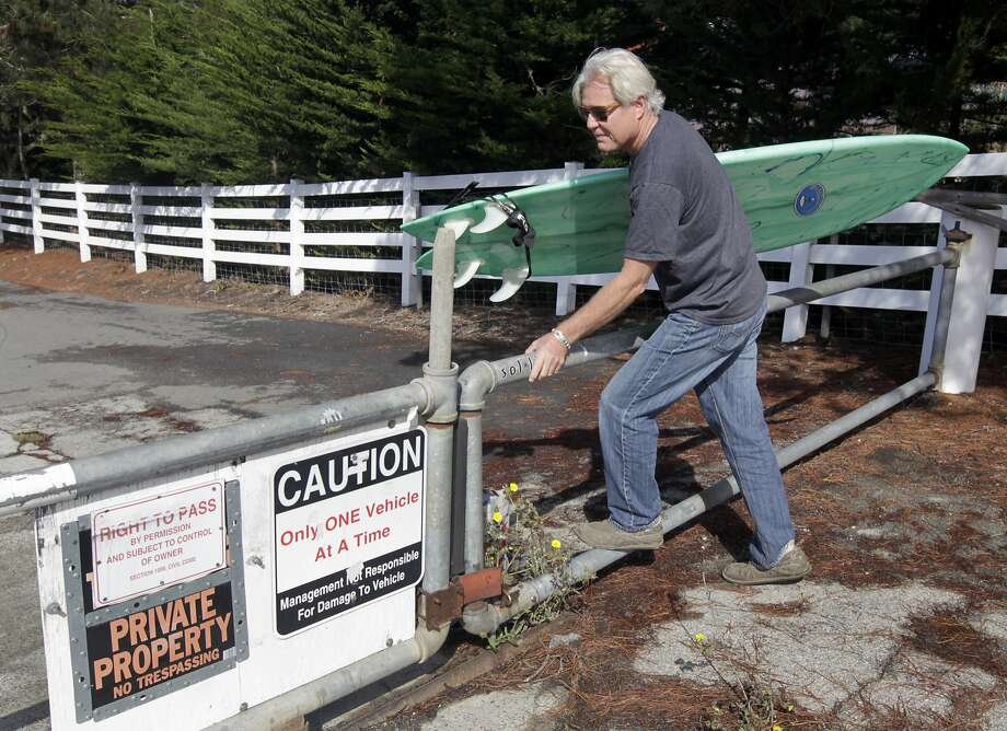 Mark Massara, one of the attorneys representing the Surfrider Foundation, hops a gate to Martin's Beach in Half Moon Bay, Calif. on Thursday, Sept. 25, 2014, which remained locked despite a judge's order to landowner Vinod Khosla to to open the private gate and allow public access to the beach. Photo: Paul Chinn, The Chronicle