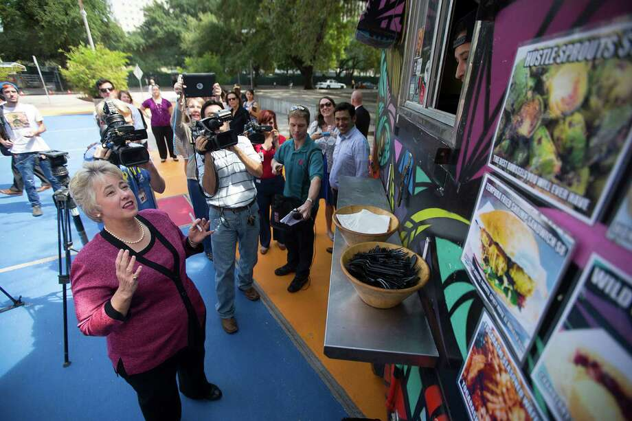 Mayor Annise Parker orders food from The Modular food truck, which is cooking with propane, outside of the Houston Public Library's Central Library downtown Friday, Sept. 26, 2014, in Houston. Looking for a good food truck to get down to your workplace for a tasty lunch? Check out some of Houston's best... Photo: Johnny Hanson, Houston Chronicle / © 2014  Houston Chronicle