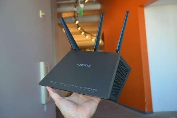 Netgear Nighthawk AC1900 Smart Wi-Fi Router (R7000)