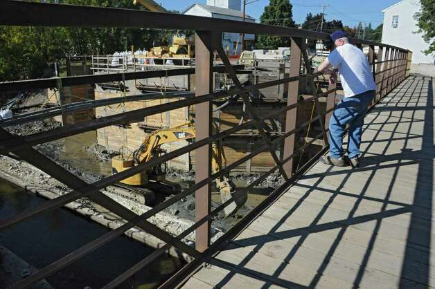 Construction continues on the Mechanicville bridge on routes 32 and 4 on Friday, Sept. 26, 2014 in Saratoga Springs, N.Y. The bridge is closed except for a pedestrian walkway. (Lori Van Buren / Times Union) Photo: Lori Van Buren