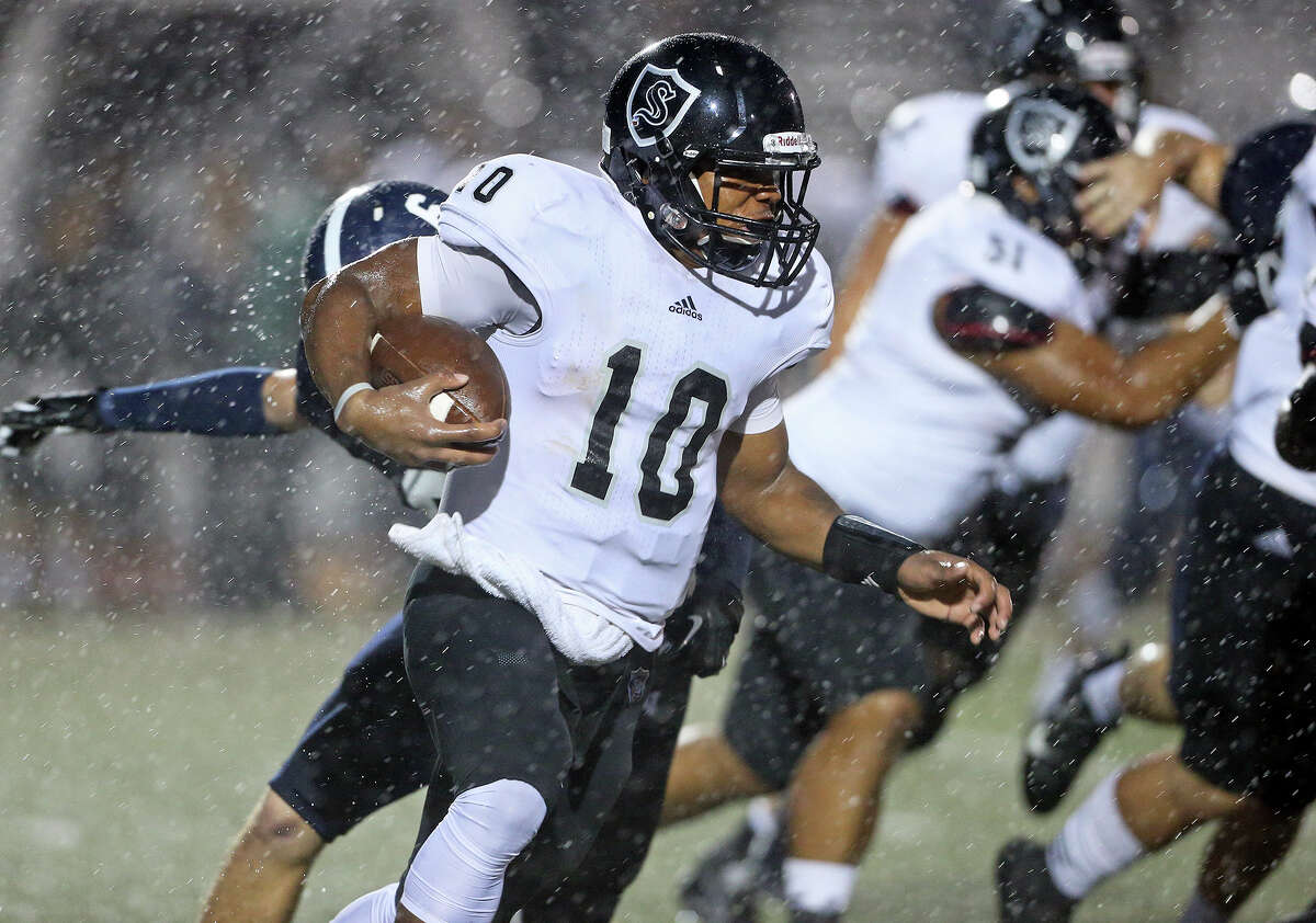 Knight quarterback LG Williams carries the ball in the first quarter as Smithson Valley hosts Steele at Ranger Stadium on September 26, 2014.