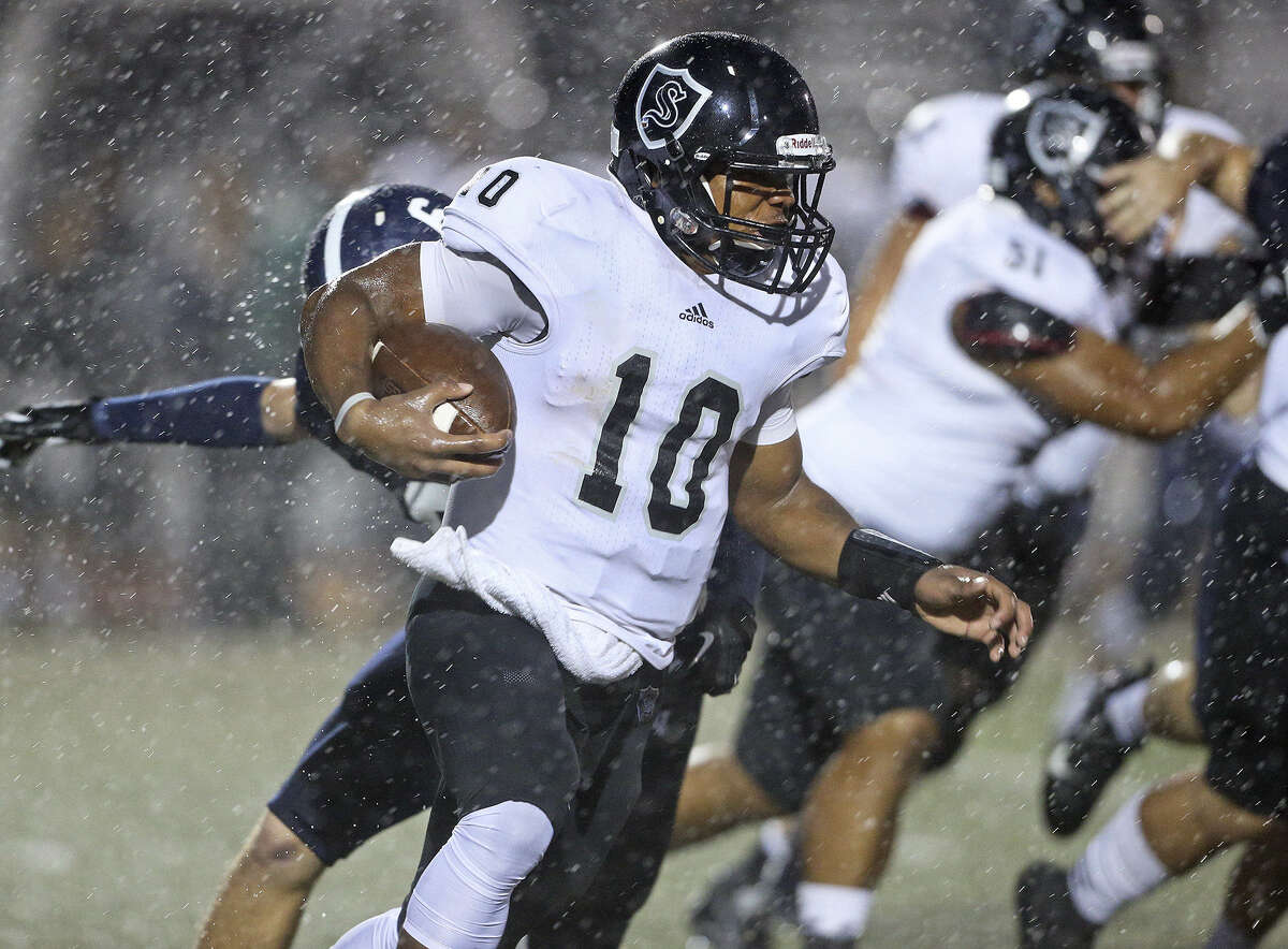 QB L.G. Williams, rushing the ball in the first quarter, helped Steele quickly regain the lead after falling behind 20-0 on Friday.