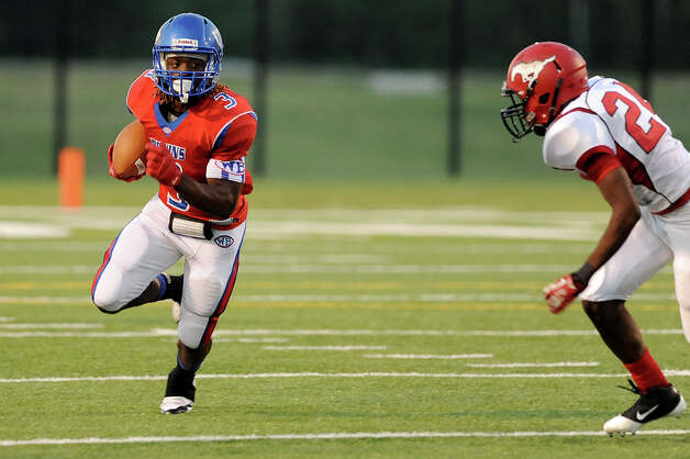 The West Brook Bruins match up against the North Shore Mustangs at the Carroll Thomas Stadium September 26, 2014. Photo by Drew Loker. Photo: Drew Loker / ©2014. www.DrewLoker.com