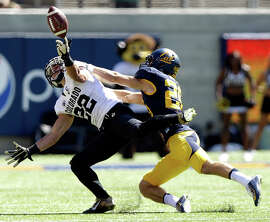 : Nelson Spruce #22 of the Colorado Buffaloes can not catch a pass while defended by Griffin Piatt #26 of the California Golden Bears at California Memorial Stadium on September 27, 2014 in Berkeley, California. (Photo by Ezra Shaw/Getty Images)
