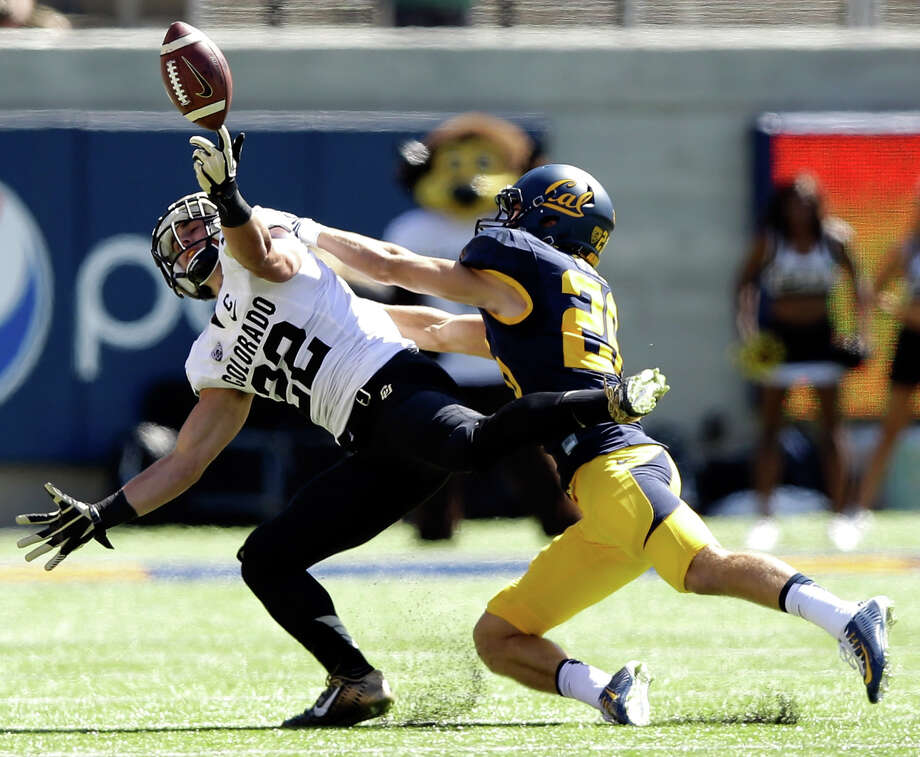 : Nelson Spruce #22 of the Colorado Buffaloes can not catch a pass while defended by Griffin Piatt #26 of the California Golden Bears at California Memorial Stadium on September 27, 2014 in Berkeley, California. (Photo by Ezra Shaw/Getty Images) Photo: Ezra Shaw / Getty Images / 2014 Getty Images
