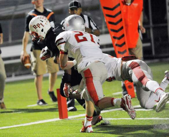 Rensselaer's Reggie Colas ,left, scores a touchdown against Worcester during the first half of an NCCA football game on Saturday, Sept. 27, 2014, in Troy, N.Y. (Hans Pennink / Special to the Times Union) ORG XMIT: HP104 Photo: Hans Pennink / Hans Pennink