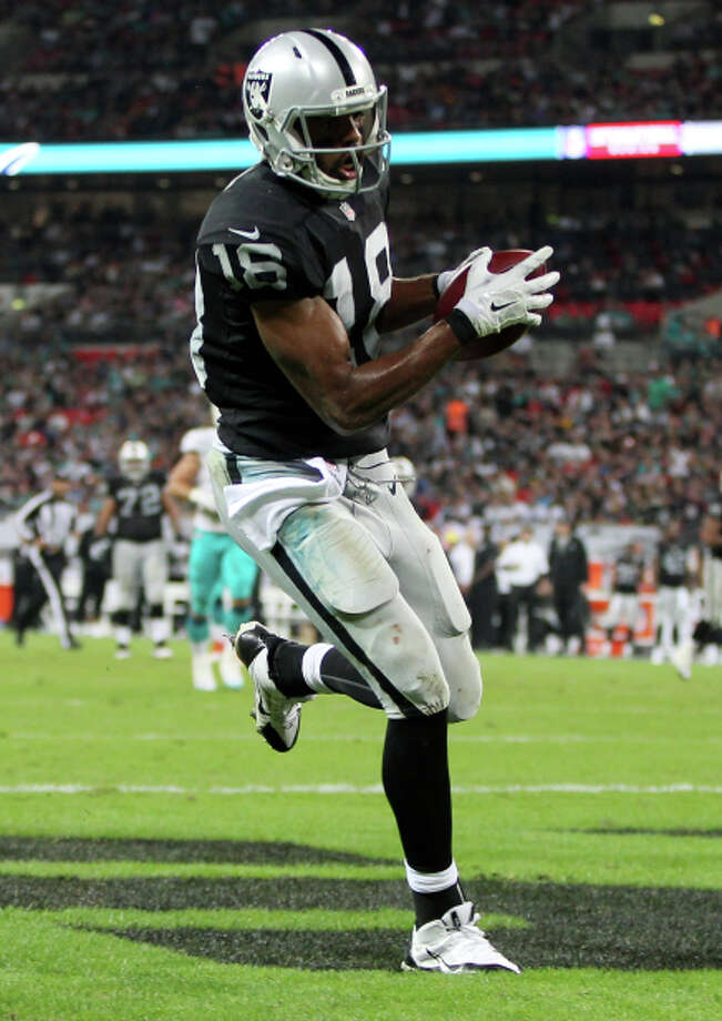 Andre Holmes scores the Raiders' anticlimactic second touchdown, a 22-yard catch. Photo: Ben Hoskins / Getty Images / 2014 Getty Images