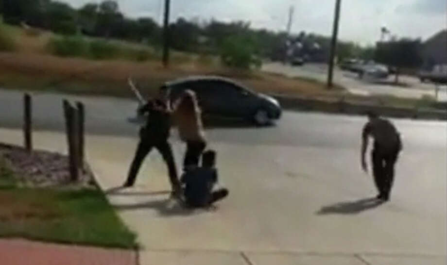 A police chase captured on video on Sept. 25 shows a man continually evading San Antonio police despite being tazed and beaten with a baton. Photo: Luis Olivarez Via Facebook