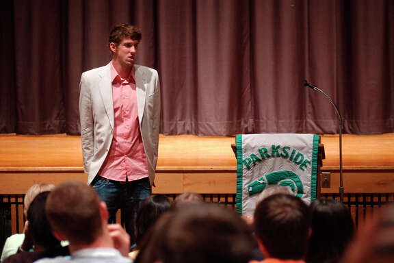 Michael Phelps speaks to students at a high school in Salisbury, Md., as part of his sentence for his first DUI charge in 2005.