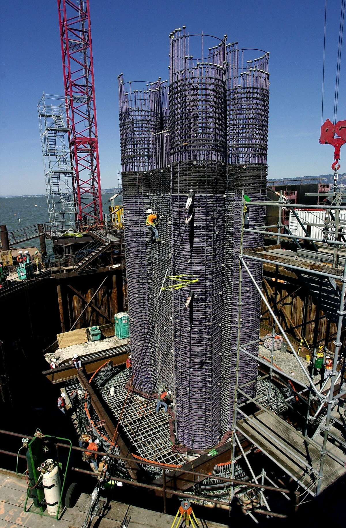 baybridge120_db.jpg Workers ready one of many columns under construction now made of rebar, E16E, inside a coffer dam, to be poured with 400 cubic meters of concrete. The columns will provide support for the deck of the new Eastern span of the San Francisco-Oakland Bay Bridge now under construction and less than 10 per cent complete. Bay Bridge construction of the East span. The contractor for this part of the project is KFM, a joint venture partnership of three construction giants: Kiewit Pacific of Vancouver, WA; FCI Constructors Northern Division of San Jose; and Manson Construction Company of Seattle. 9/17/03 in Oakland. DARRYL BUSH / The Chronicle