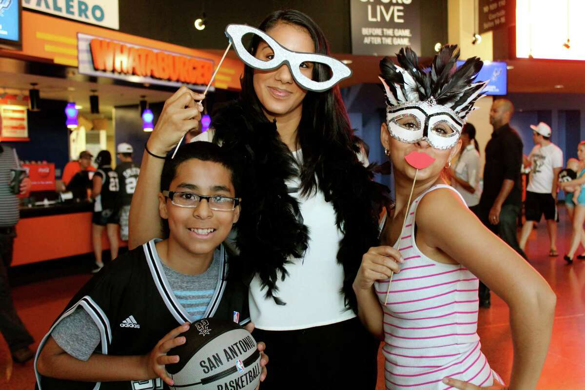 Spurs fans flock to the AT&T Center for the first public practice on Wednesday, Oct. 1, 2014.