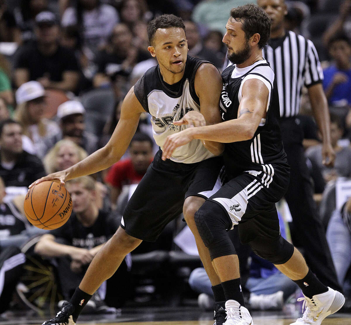 Marco Belinelli guards first-round draft pick Kyle Anderson during Wednesday's open scrimmage at the AT&T Center.