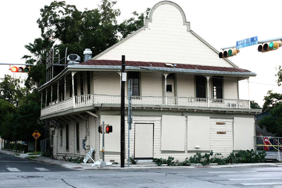 Former Liberty Bar has been straightened after years of been tilted. Photo: Juanito M Garza, San Antonio Express-News / San Antonio Express-News
