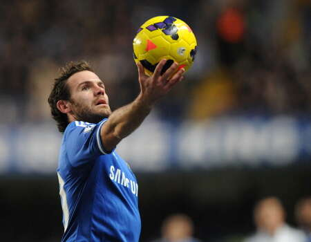 Chelsea's Spanish midfielder Juan Mata holds the ball up during the English Premier League football match between Chelsea and Swansea City at Stamford Bridge in London on December 26, 2013. Chelsea won the game 1-0. AFP PHOTO / OLLY GREENWOOD  RESTRICTED TO EDITORIAL USE. No use with unauthorized audio, video, data, fixture lists, club/league logos or live services. Online in-match use limited to 45 images, no video emulation. No use in betting, games or single club/league/player publications. Photo: AFP, Getty Images / 2013 AFP