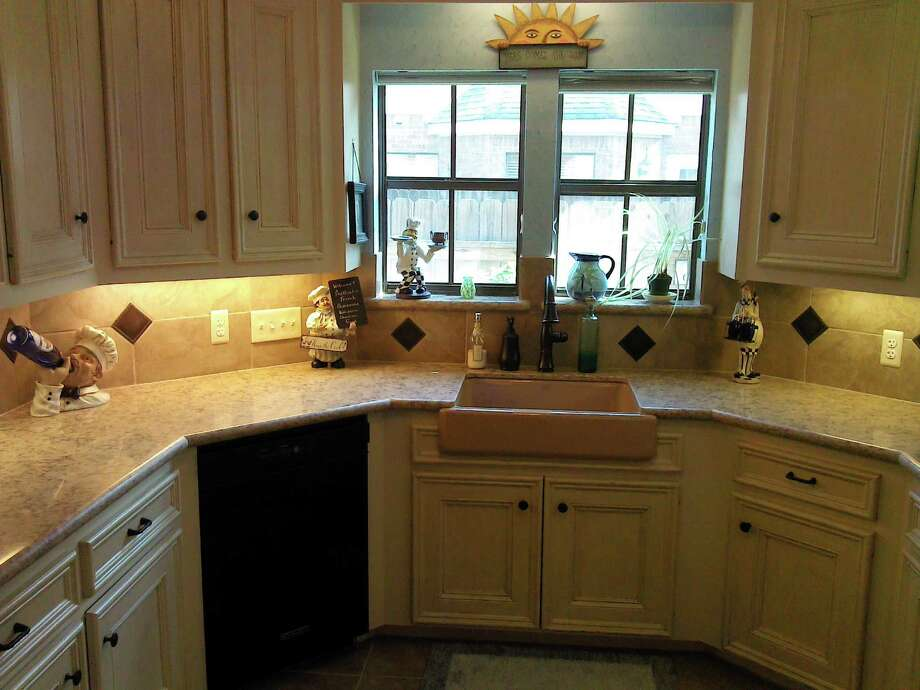 This complete kitchen remodel by Long Horn Maintenance features a farmhouse sink.