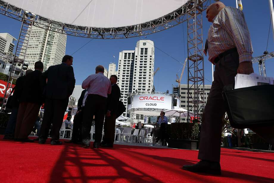 Oracle OpenWorld attendees populate the Moscone Convention Center  in San Francisco, Calif. on Wednesday, October 1, 2014. Photo: Scott Strazzante, The Chronicle