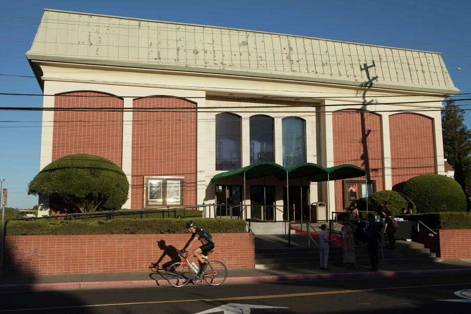 Plan to close Corte Madera cinema sparks fight - SFGate