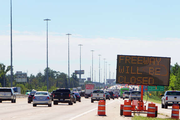A sign warning driver of a freeway closure is seen along I-45, South of 1488, Friday, Oct. 3, 2014, in Conroe. (Cody Duty / Houston Chronicle)