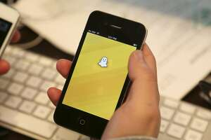Snapchat deletes feature, makes it easier to add friends - Photo