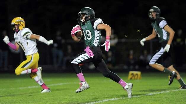 Schalmont's Hunter Gac, center, carries the ball on his way to a touchdown during their football game against Ravena on Friday, Oct. 3, 2014, at Schalmont High in Rotterdam, N.Y. (Cindy Schultz / Times Union) Photo: Cindy Schultz / 00028779A