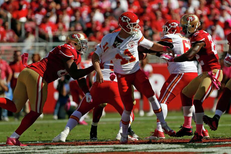 Tony Jerod-Eddie, tugging at the Chiefs' Alex Smith, can get a firmer grasp on his future with S.F. Photo: Scott Strazzante / The Chronicle / ONLINE_YES