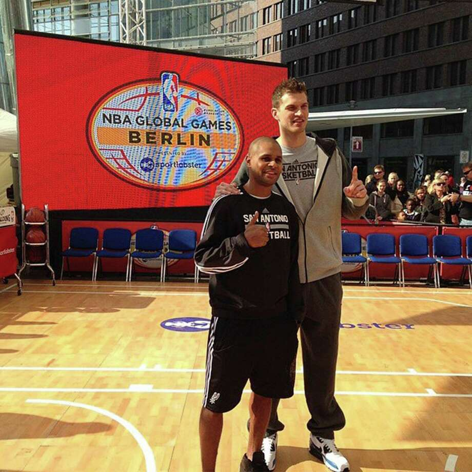 Patty Mills and Tiago Splitter make an appearance in Berlin. #NBAGlobalGames.