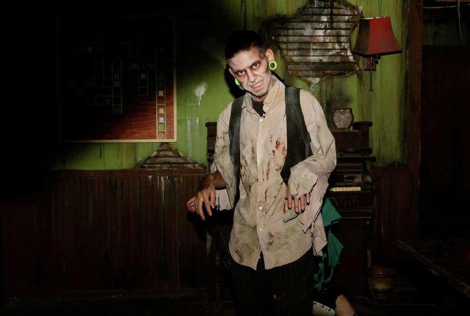 Myspy 13th floor haunted house houston chronicle for 13 floor haunted house dallas
