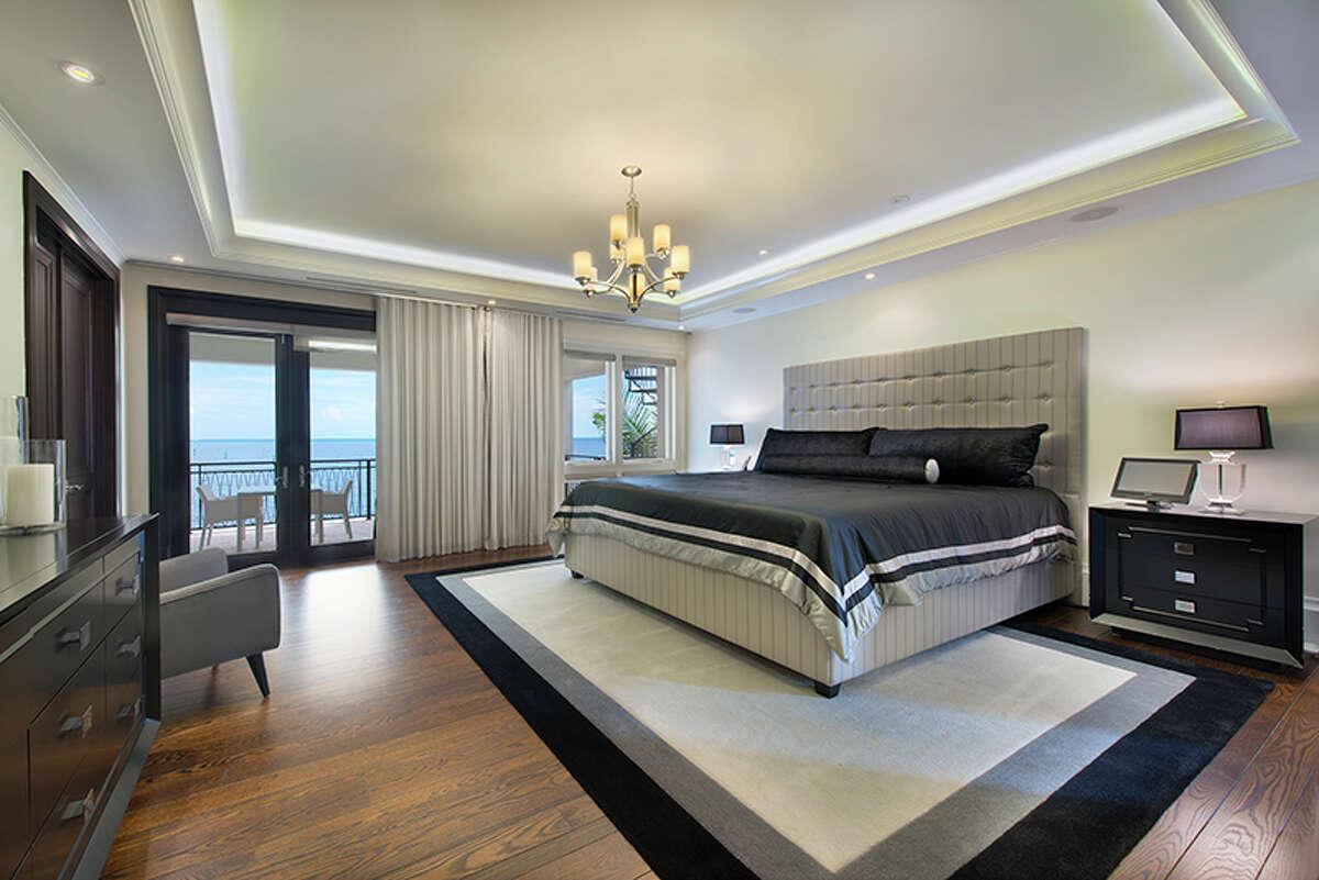 Arizona: bedroom, talkingSource: estately.com
