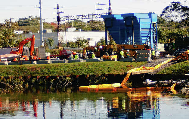 Equipment is in place in the Mill River at the former Exide Battery site in preparation for dredging to begin. Photo: Genevieve Reilly / Fairfield Citizen