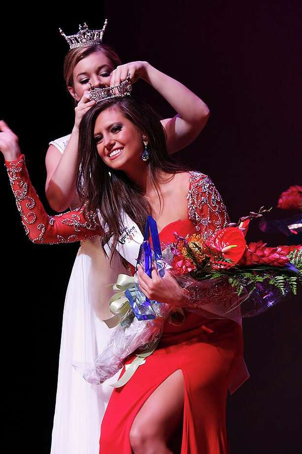 The new Miss Galveston Jacqueline Davis was crowned Saturday Oct 4. Photo: Tony Aria Photography