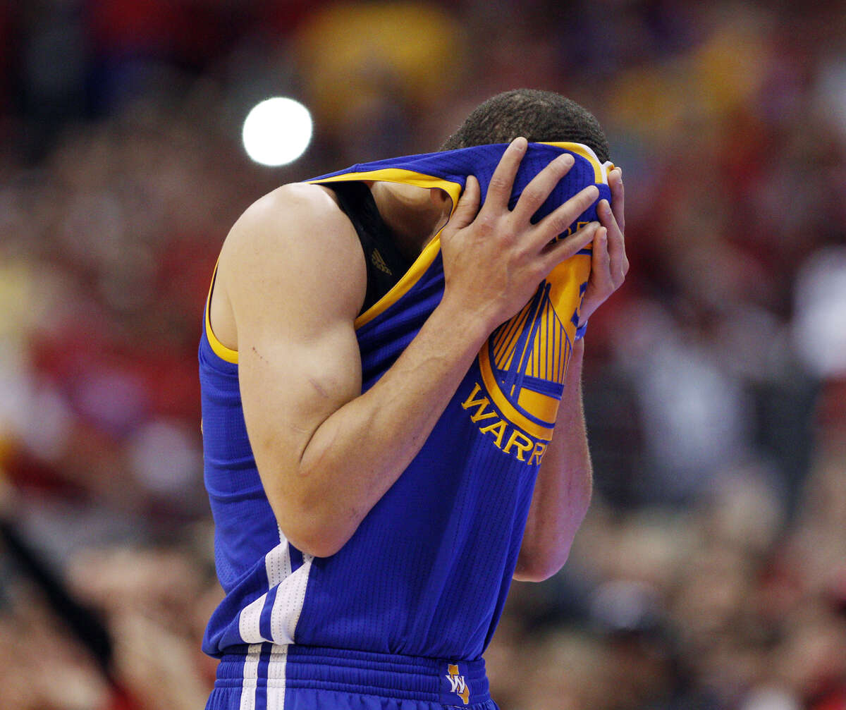 Stephen Curry dries off in Game 7 against the Clippers last April. They'll meet in an exhibition Tuesday night.