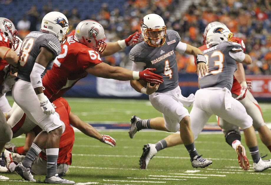 UTSA freshman Blake Bogenschutz (4) could start at QB at some point this season, according to coach Larry Coker, but senior Tucker Carter is still expected to get the call Saturday. Photo: Kin Man Hui, San Antonio Express-News / ©2014 San Antonio Express-News