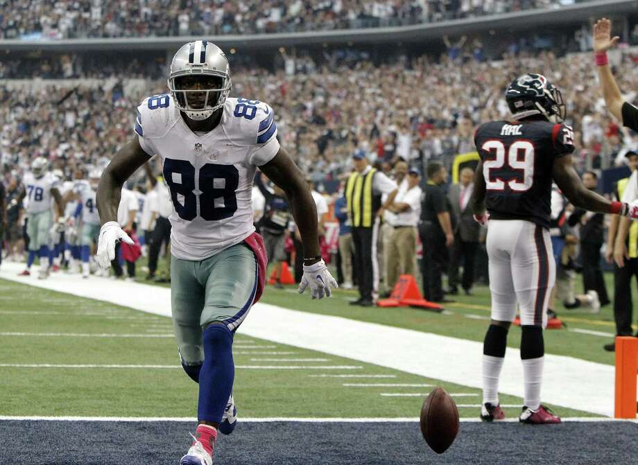 Dez Bryant and the Cowboys, riding a four-game win streak, take the team's first 4-1 record since 2008 to Seattle on Sunday. Photo: Brandon Wade / Associated Press / FR168019 AP
