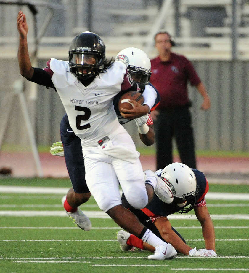 George Ranch's Timon Nolan (2) scampers past Dawson defenders during the first half of a high school football game, Friday,  August 29, 2014, at The Rig in Pearland, TX. (Photo: Eric Christian Smith/For the Chronicle) Photo: Eric Christian Smith, Freelance / 2014 Eric Christian Smith