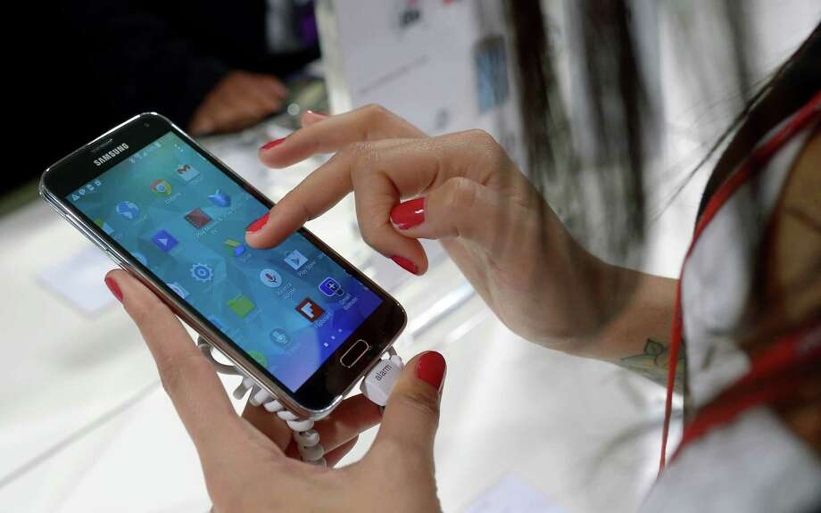 The antitheft feature in the new Android Lollipop operating system don't appear to comply with California's  recently passed kill switch law. Photo: Manu Fernandez / AP