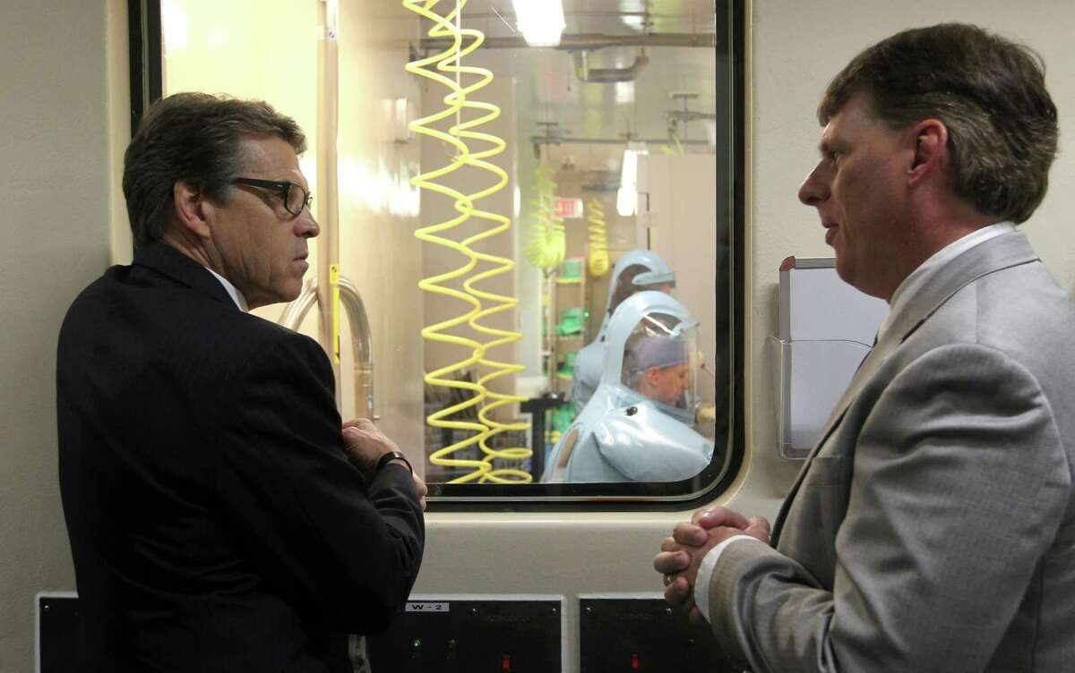 Gov. Rick Perry toured the UTMB Level 4 Biosafety lab in Galveston with professor Tom Geisbert, right.
