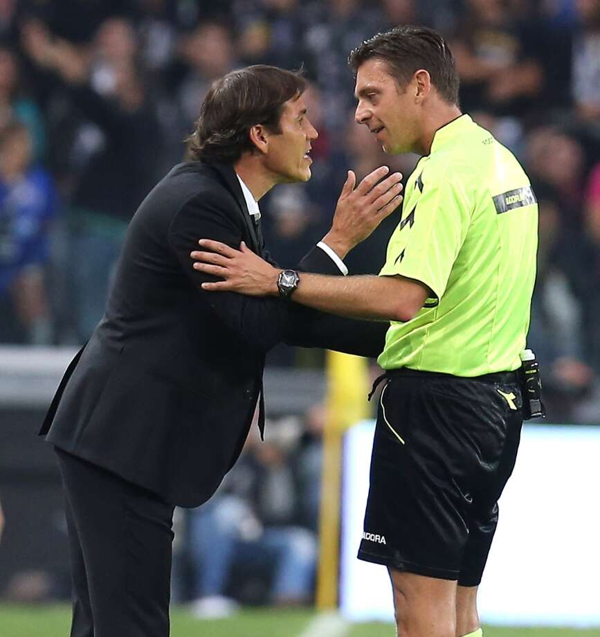 Roma coach Rudi Garcia harangues referee Gianluca Rocchi during Roma's controversial 3-2 loss Sunday to Juventus. Photo: MARCO BERTORELLO / AFP/Getty Images / AFP