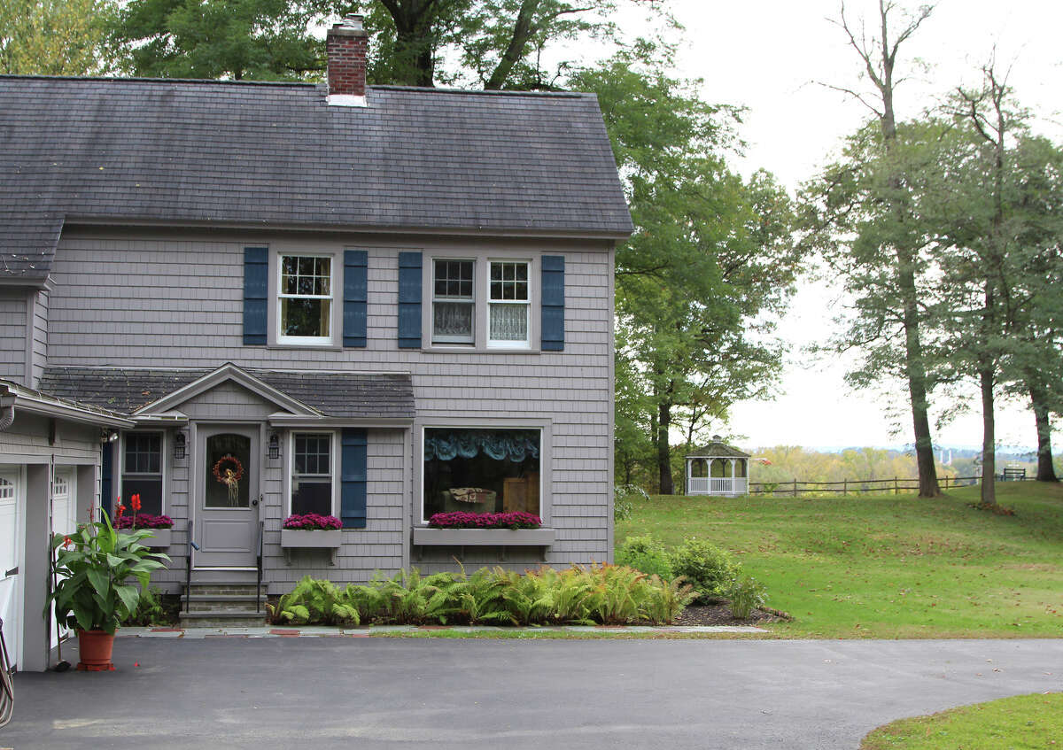 House of the Week: 32 Sunnyside Rd., Scotia | Realtor: Carla Carter of Realty USA | Discuss: Talk about this house