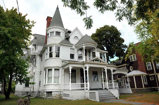 Queen Anne Victorian at 131 South Lake Ave. on Tuesday, Oct. 7, 2012, in Albany, N.Y. (Cindy Schultz / Times Union) Photo: Cindy Schultz / 00028880A