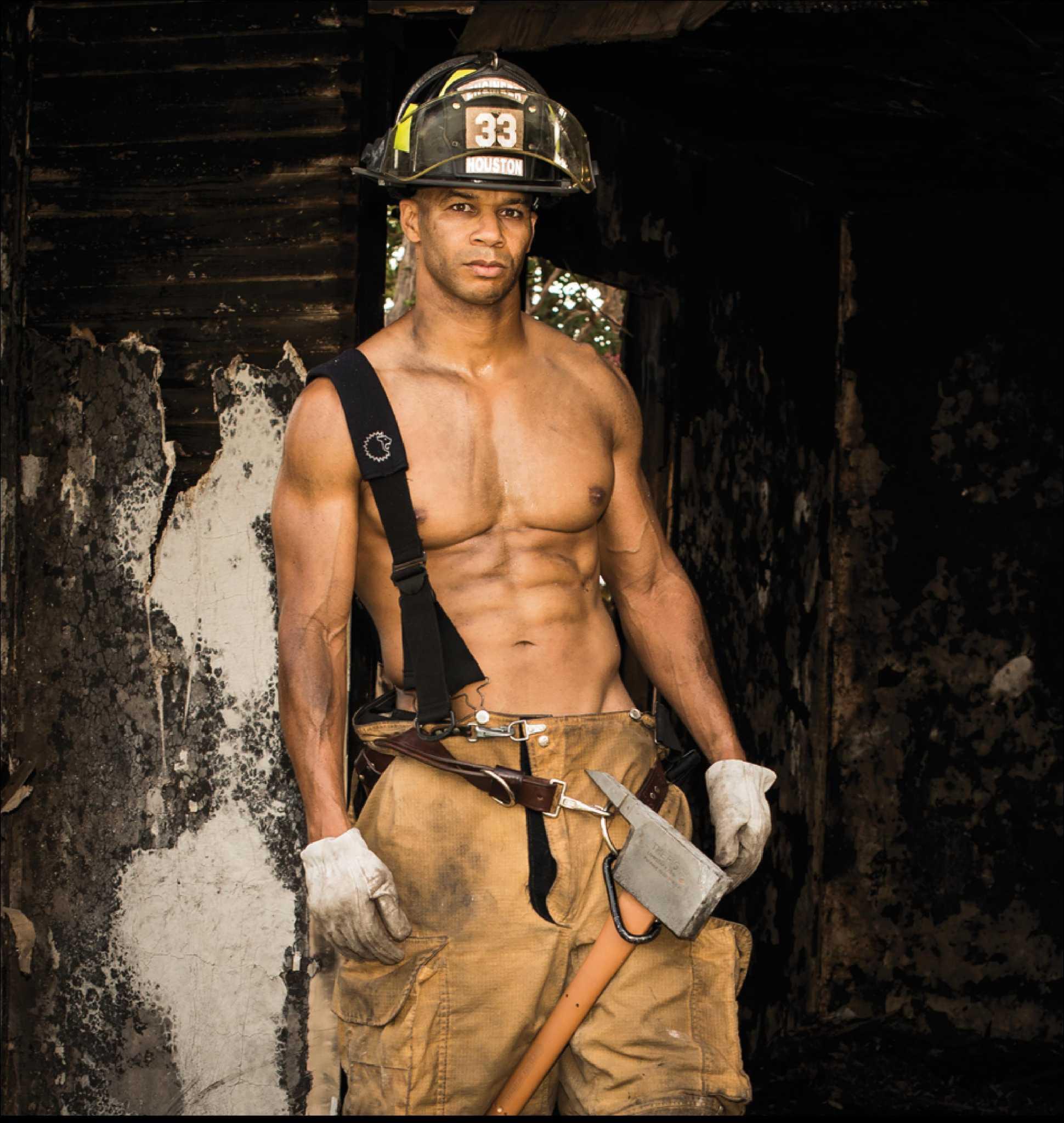 два пожарника ебут - 12