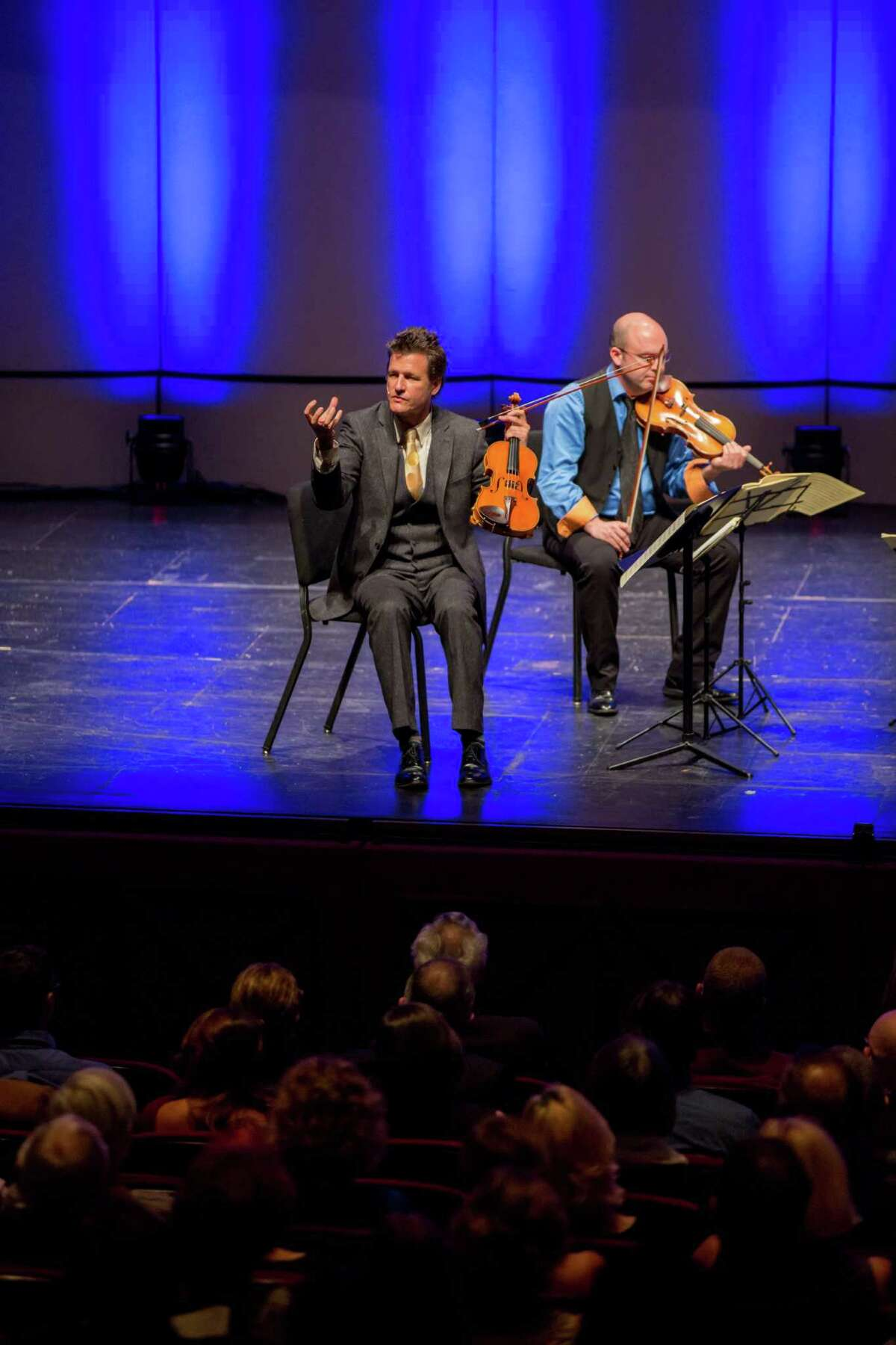 Geoff Nuttall, first violinist of the St. Lawrence String Quartet, discusses a Joseph Haydn quartet with Da Camera's audience.