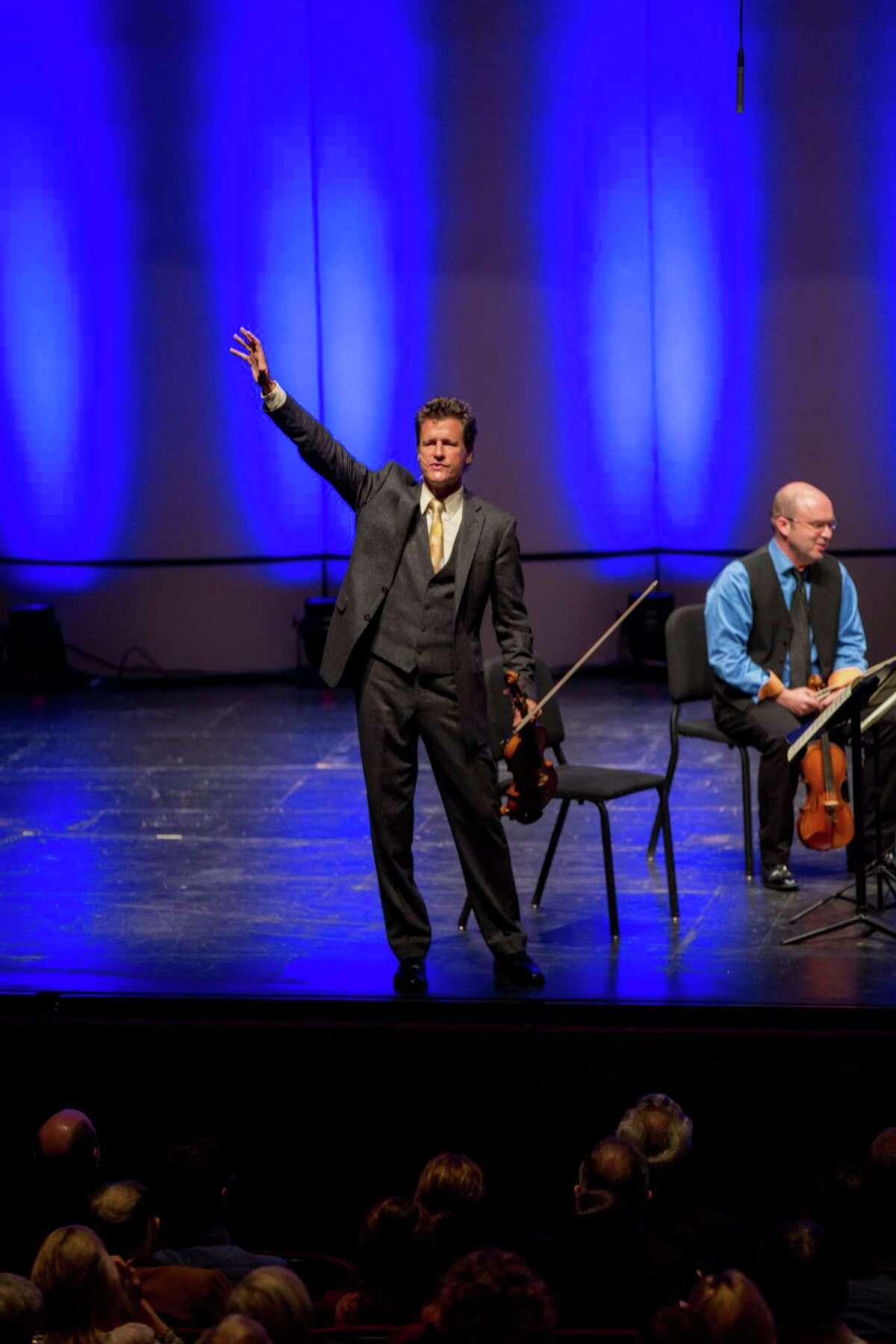 Violinist Geoff Nuttall discusses a Joseph Haydn quartet with Da Camera's audience.