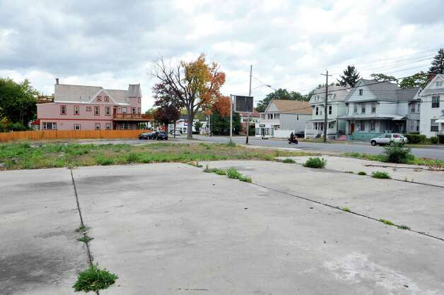 A view of a lot along State St. between Steuben and Swan streets, seen here on Thursday, Oct. 9, 2014, in Schenectady, N.Y. The county will begin construction on a $1.2 million literacy center and library at this location.   (Paul Buckowski / Times Union) Photo: Paul Buckowski / 10028976A